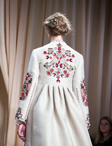 Шалений успіх нашого традиційного вбрання видання пов язує з популярністю  української дизайнерки Віти Кін 0b818d4530f14