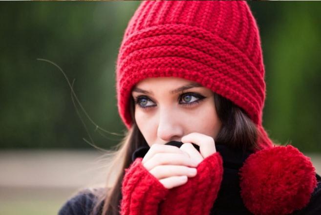 Модні в язані шапки 2017-2018  яскраві ідеї для стильного образу! 0739e80cb019d